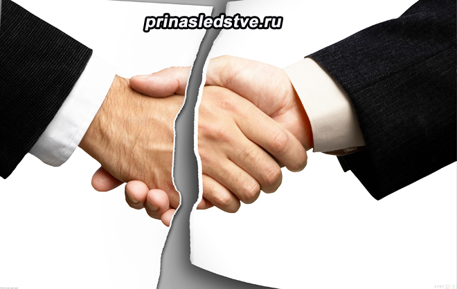 Мужчины жмут другу другу руку