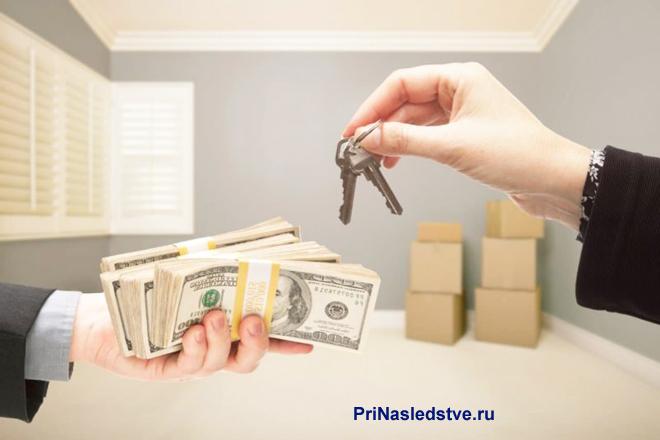 Бизнесмены обмениваются деньгами и ключами в пустой комнате
