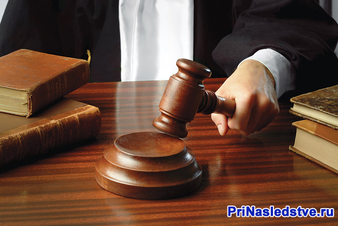 Судья выносит приговор