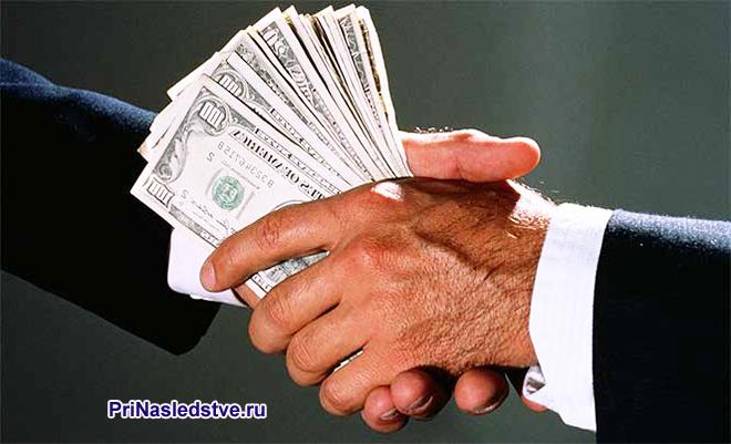 Передача денег между бизнесменами