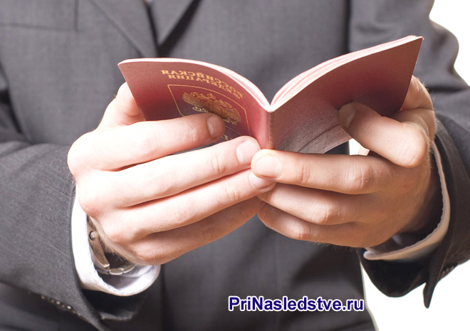 Бизнесмен раскрыл свой паспорт