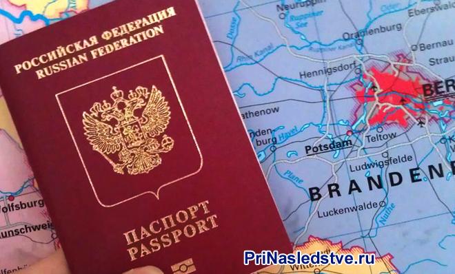 Паспорт гражданина РФ лежит на карте Европы