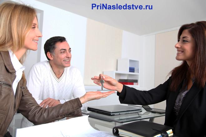 Заключение сделки продажи квартиры в офисе