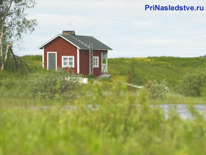 Дом на другом берегу реки